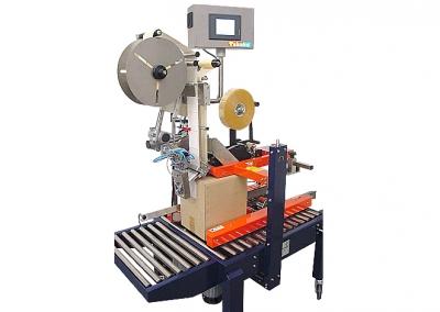 Etikettiermaschine an Kartonverschließmaschine